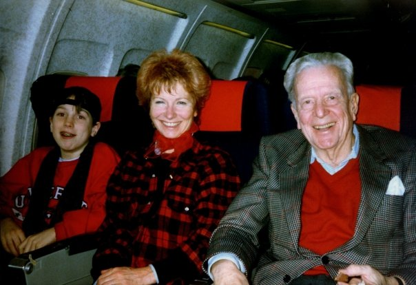 Steinjo, mamma og pappa på veg til Paris. Foto: Privat