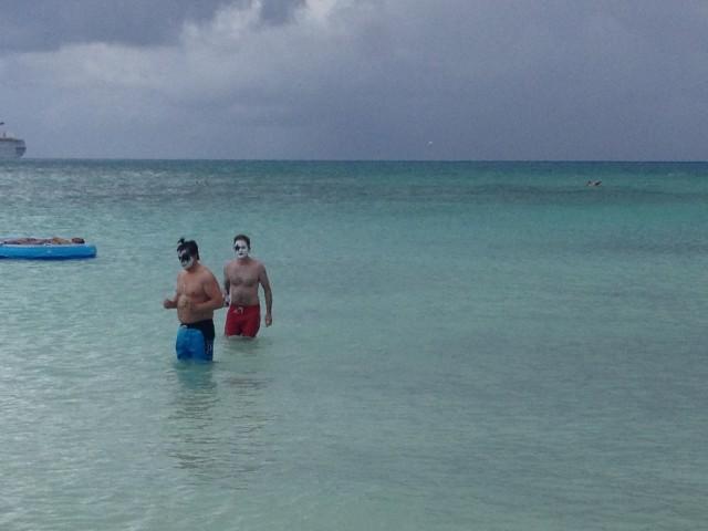 DAG 4  Bahamas Kiss Fans