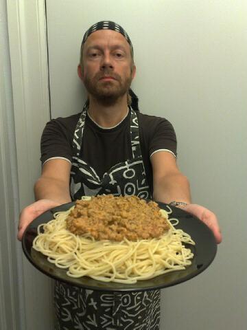 Kokken tenker, (fisnes altså, dette ser jo bare ut som alt for mye spaghetti med litt dritt på)