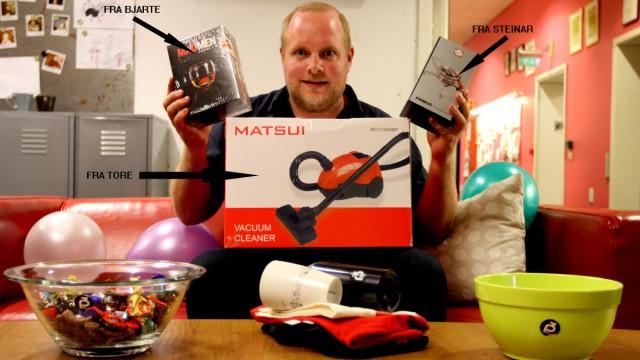 Steinar, Tore og Bjarte har kjøpt tre gaver du kan vinne. Foto: Vilde Batzer