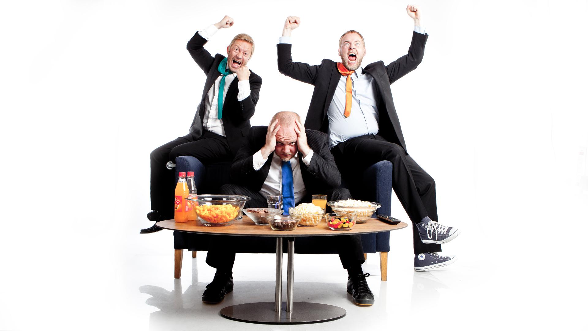 Bjarte Tjøstheim, Steinar Sagen og Tore Sagen. Dette bildet er egentlig tatt i forbindelse med Radioresepsjonens valgsending i 2011, men fungerer her for å illustrere at resepsjonistene samles til partysending fredag 10. mai 2013  (Foto: Kim Erlandsen, NRK P3).