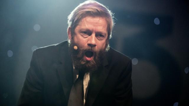 Bjarte har nettopp tapt drikke tiss-konkurransen (Foto: Kim Erlandsen, NRK P3).