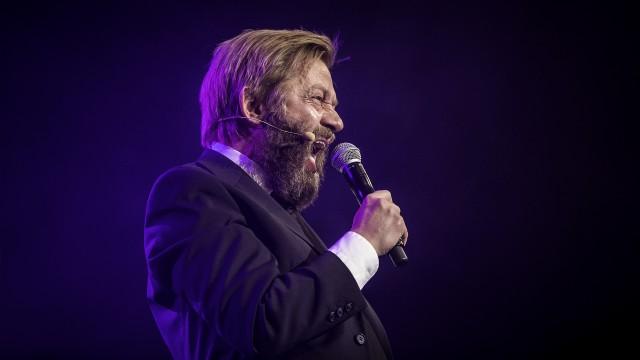 Bjarte synger alt han kan (Foto: Tom Øverlie, NRK P3).