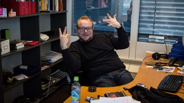Steinar på kontoret før siste sending (Foto: Kristoffer Pettersen Rambøl, NRK P3).