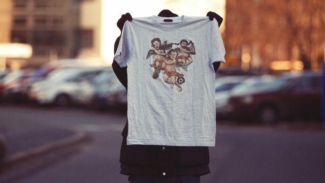 Radioresepsjonens julepostkasse-t-skjorte (Foto: Kim Erlandsen, NRK P3).