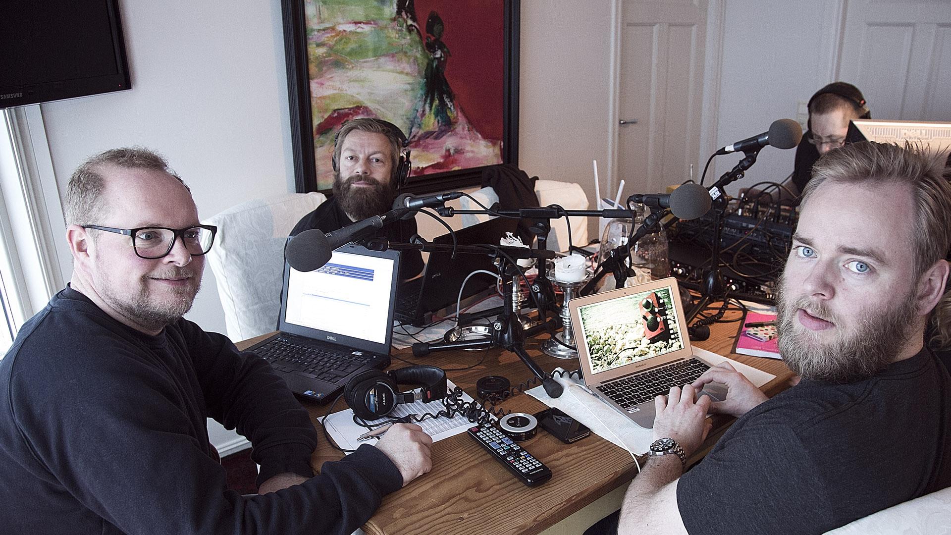 Radioresepsjonen gjør seg klare til sending på kjøkkenet til William Brendeford i Sandnes (Foto: Jonas Bødtker, NRK P3).