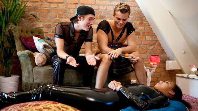 I Trekant får Benjamin, Even, og Johanna snust på hvordan BDSM føles. (Foto: Tom Øverlie, NRK P3)