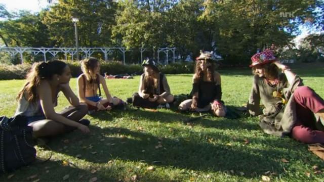 I en park i Berlin sammen med gjengen fra FFF. (Foto: NRK)